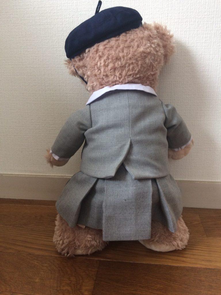 ミニチュアベレー帽をかぶったシェリーメイ