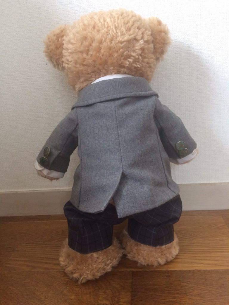 ブレザー制服を着たダッフィー