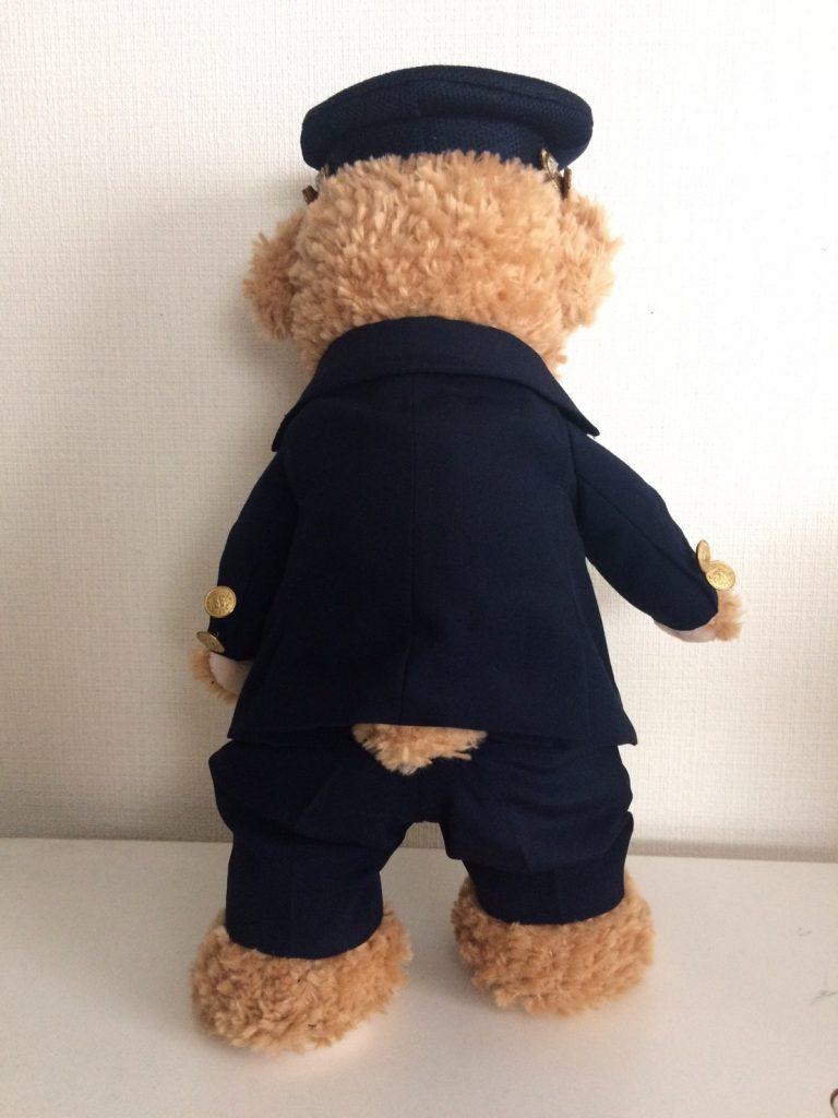 ミニチュア制服を着た駅員ダッフィー