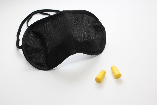 アイマスクと耳栓