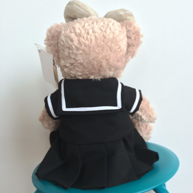 ミニチュア制服着用シェリーメイのぬいぐるみの後ろ姿
