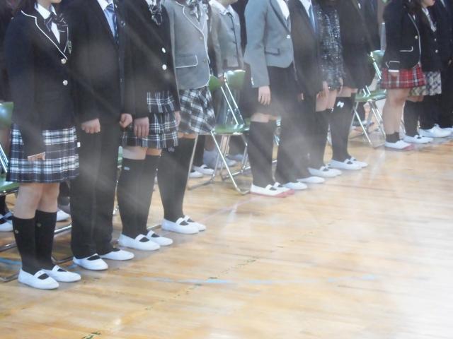 入学式で整列する生徒