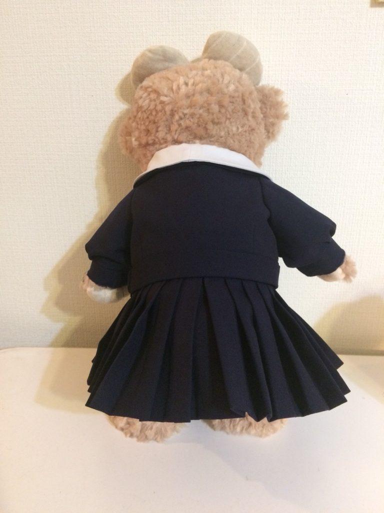 ミニチュアセーラー服の後ろ姿